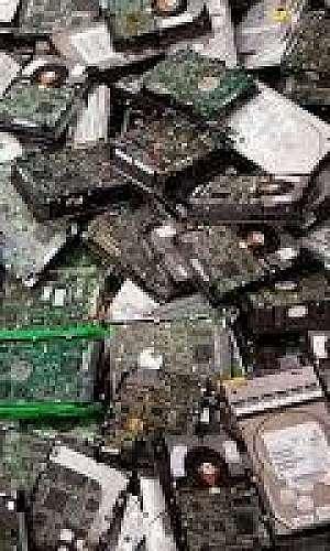 Reciclagem de placas eletrônicas