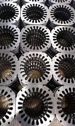 Serviços de estamparia de metais